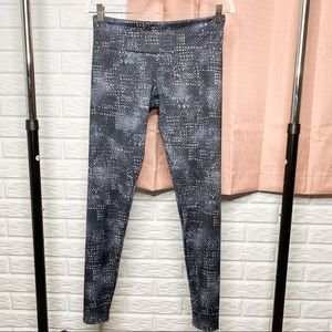Onzie Round Spotted Athletic Leggings Size M/L
